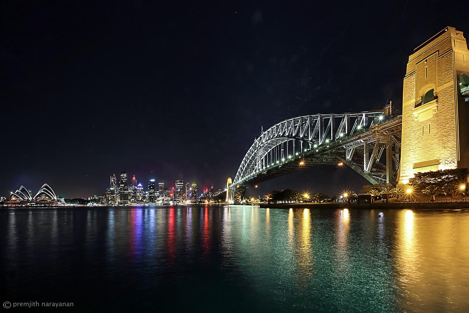 Sudney Opera House - City scape & the Harbour Bridge