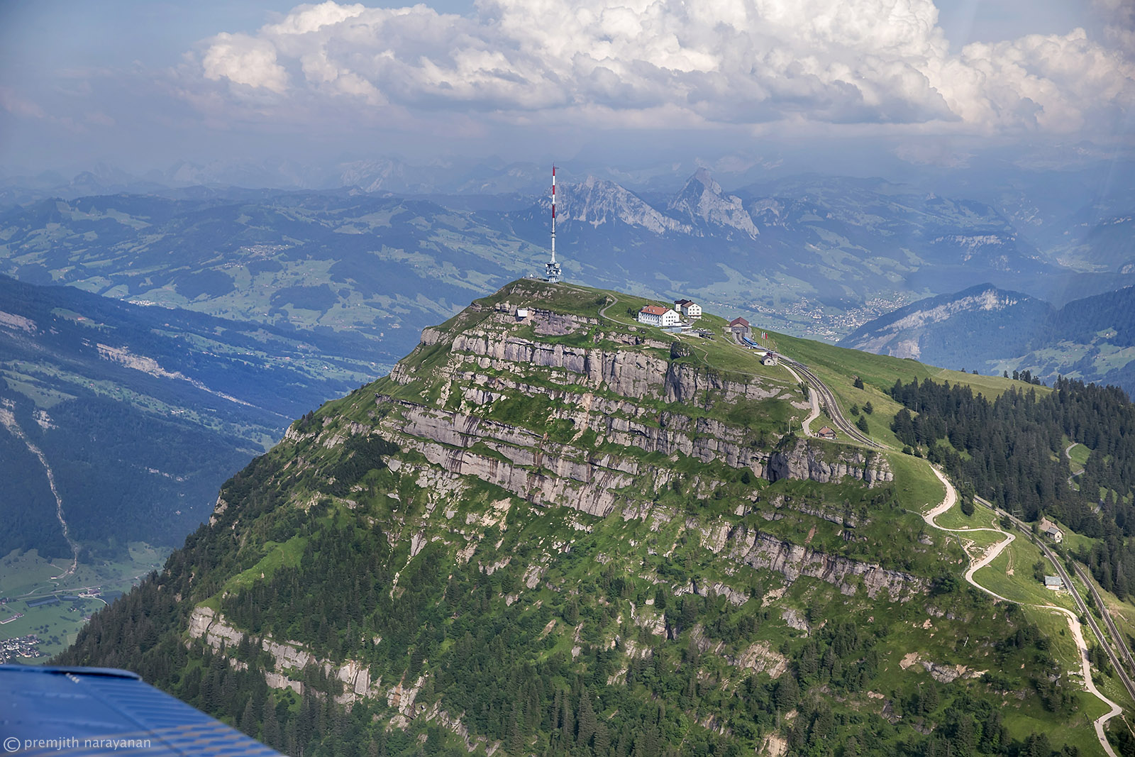 10.4 Rigi mountain with the pathways to the top and with Kleiner & Grosser Mythen in the background (PN)