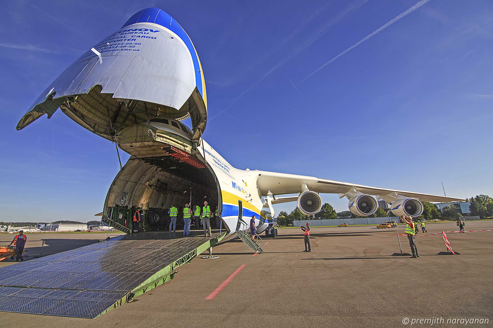 8. Antonov 225 with nose opned for loading (1)