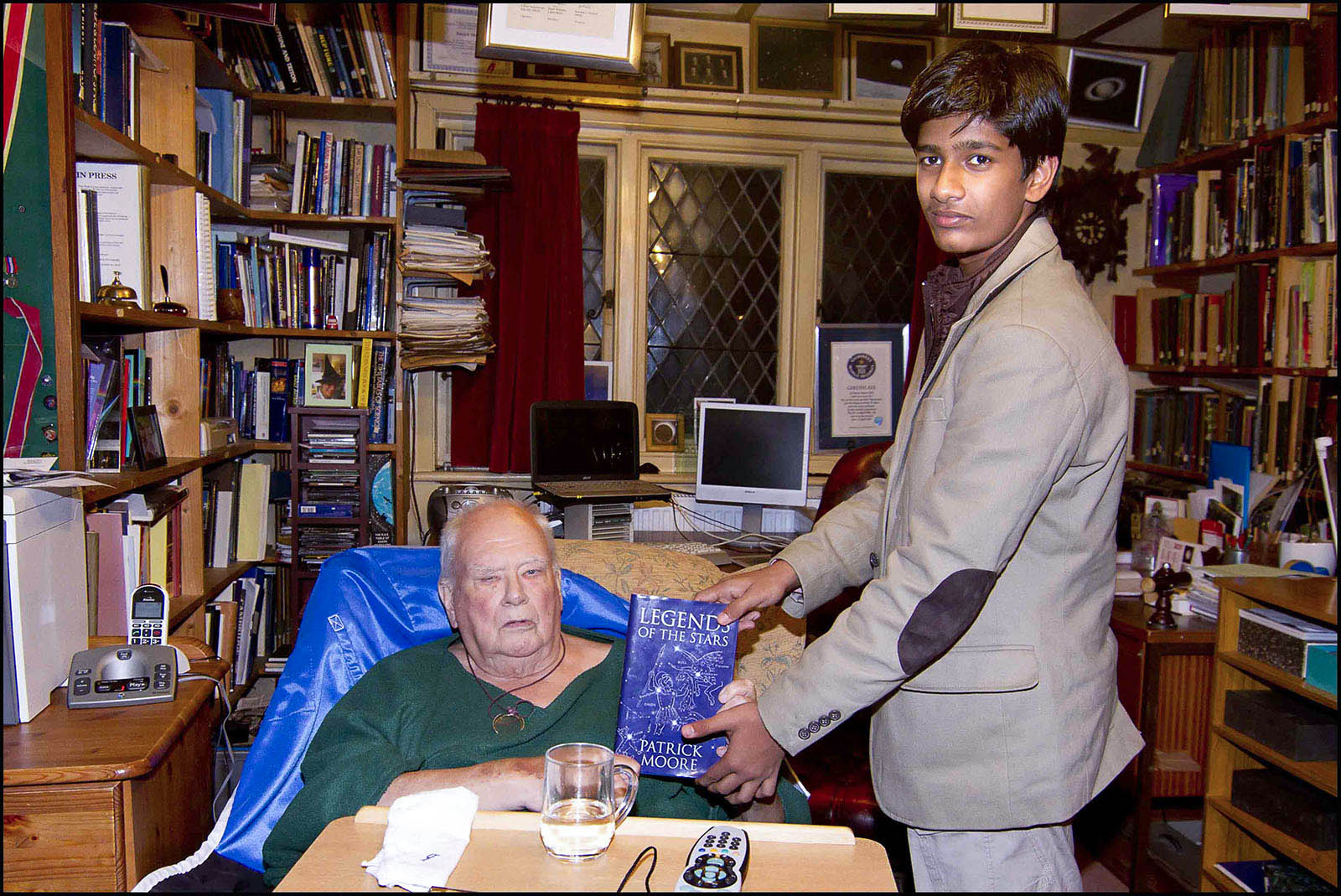 "SIR  ""PATRICK MOORE""  GIFTING  THE  BOOK  ""LEGENDS  OF  THE  STARS""."