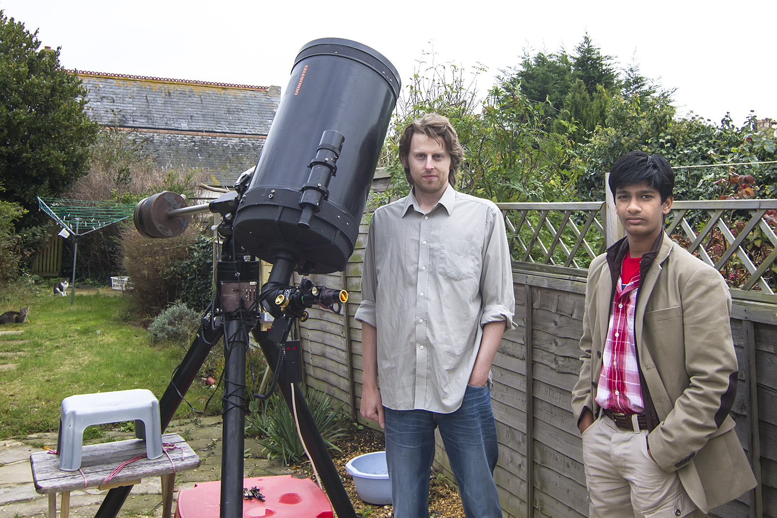 "WITH  ASTRONOMY  AWARD  WINNER  ""DAMIAN PEACH""  AT HIS  RESIDENCE  IN  UK."