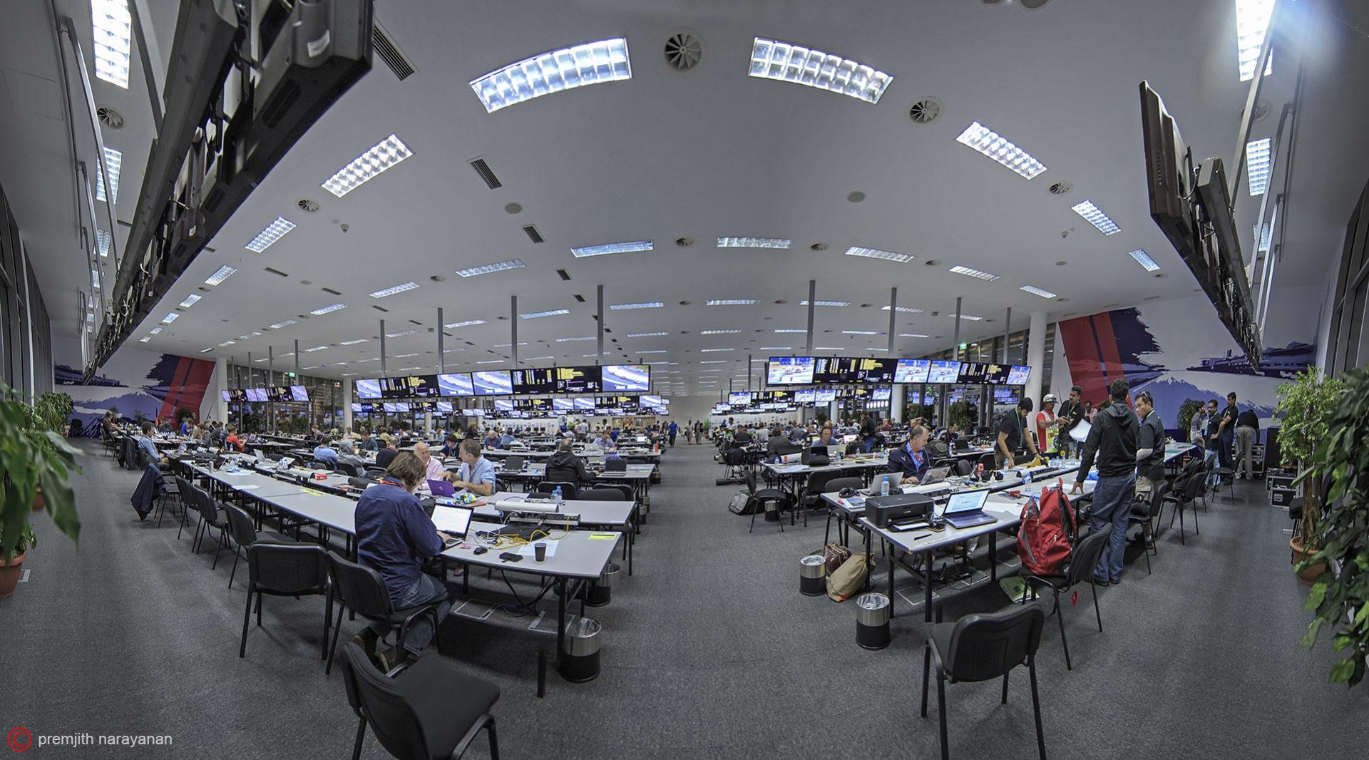 MEDIA  CENTRE   (1DX + EF  11-14MM  F/4)